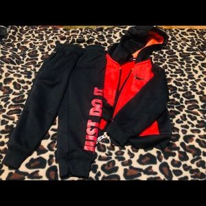 Boys Nike 2 piece blk and red